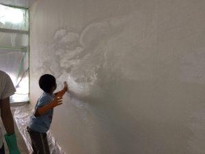 漆喰塗り中